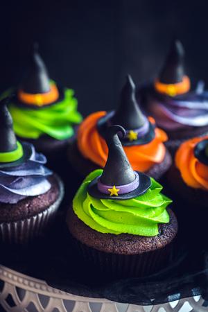 Photo pour Witch hat cupcakes as halloween decoration,selective focus  - image libre de droit