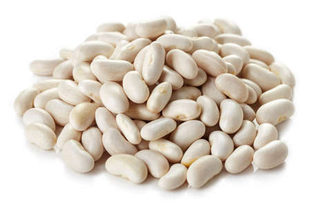 Foto de Heap of white beans isolated on white background - Imagen libre de derechos