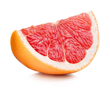 Photo pour Perfectly retouched grapefruit slice isolated on white background - image libre de droit