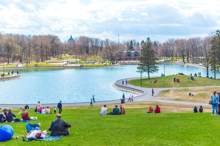 Photo pour Montreal, Canada - May 5, 2018: Beaver Lake - Mount Royal Park, Montreal, Quebec, Canada (Lac des Castors - Parc Mont Royal, Montréal, Québec, Canada) - image libre de droit