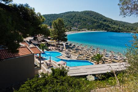 Foto de Viewpoint above Panormos bay at the island of Skopelos in Greece - Imagen libre de derechos
