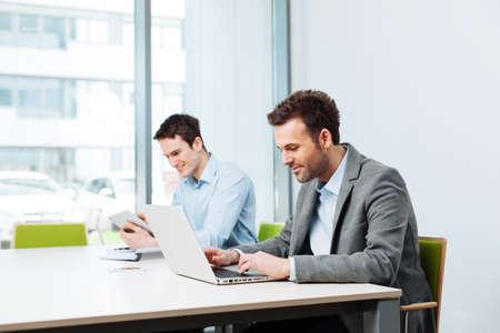 Foto de Two business partners working in office. Coworking - Imagen libre de derechos