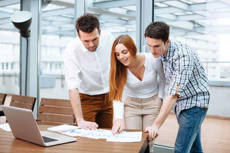 Foto de Young business people discuss financial data at office - Imagen libre de derechos