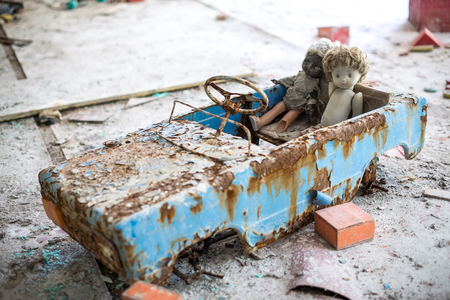 Photo pour Abandoned kindergarten in Chernobyl Exclusion Zone. Lost toys, A broken doll. Atmosphere of fear and loneliness. Ukraine, ghost town Pripyat. - image libre de droit