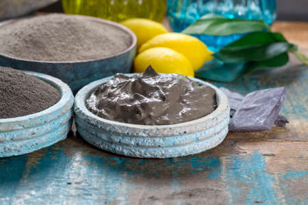 Photo pour Ancient nature minerals, different types of clay used for skincare, spa treatments, face masks, gray, black, green and blue mud - image libre de droit