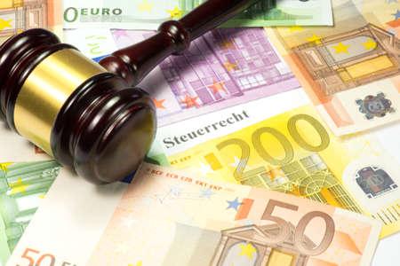 Photo pour Euro money, gavel and tax law - image libre de droit