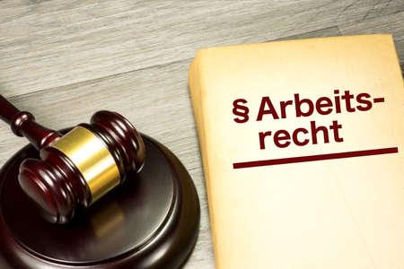 Photo pour Seducer`s hammer and labor law - image libre de droit