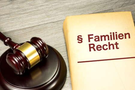 Photo pour Seducer`s hammer and family law - image libre de droit