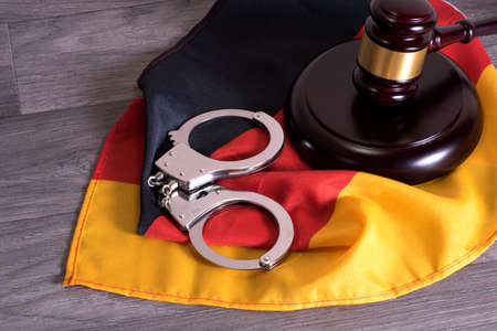 Photo pour Seducer`s hammer, handcuffs and German flag - image libre de droit