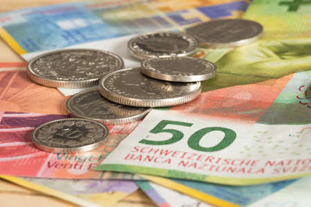 Foto per Coins and banknotes Swiss francs - Immagine Royalty Free