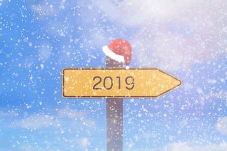 Photo pour Snow and a sign with the imprint 2019 - image libre de droit