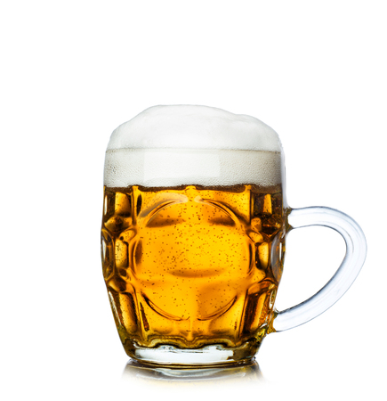 Photo pour Glass of beer isolated on white background. - image libre de droit