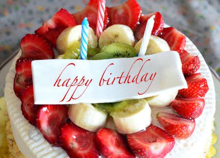 Photo pour birthday cake with \\\happy birthday\\\ tag - image libre de droit