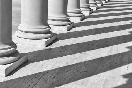 Photo pour Pillars in a Row - image libre de droit
