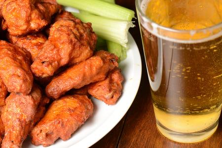 Foto de Buffalo Wings with Celery Sticks and Beer - Imagen libre de derechos