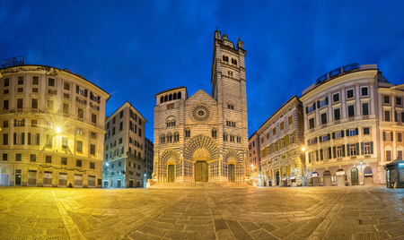 Foto de Cathedral of Genoa at dusk. Panoramic view from  Piazza San Lorenzo square in Genoa, Liguria, Italy - Imagen libre de derechos
