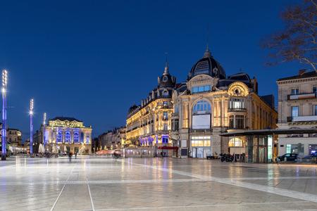 Photo pour Place de la Comedie at dusk - large square in the center of Montpellier, Occitanie, France - image libre de droit
