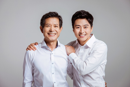 Foto de Portrait of Happy Asian Family - Imagen libre de derechos