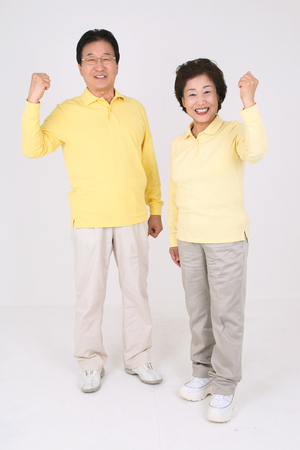 Photo pour Old asian couple's happy daily life - isolated on white - image libre de droit