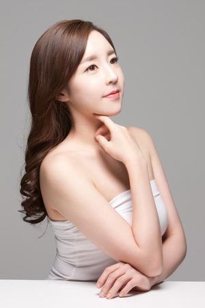Photo pour Close up shot of beautiful Asian woman, beauty skin care/ make up concept - image libre de droit