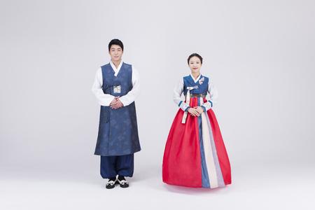 Foto de Young Asian couple in Hanbok, Korean traditional clothes, posing in the studio - isolated on white - Imagen libre de derechos