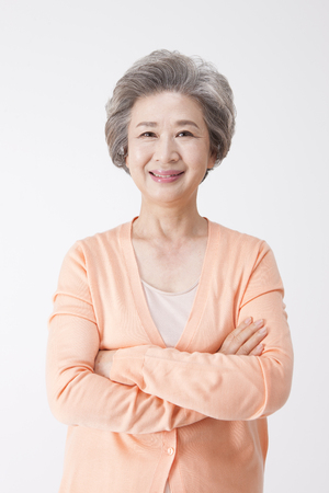 Photo pour Asian old aged woman with smile isolated on white - image libre de droit