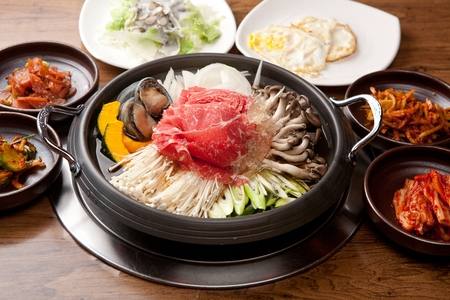 Photo pour Abalones bulgogi stew with various vegetables such as mushrooms and sweet pumpkin, in pot - image libre de droit