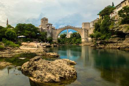 Photo pour Stunning view of the beautiful Old Bridge in Mostar, Bosnia and Herzegovina - image libre de droit