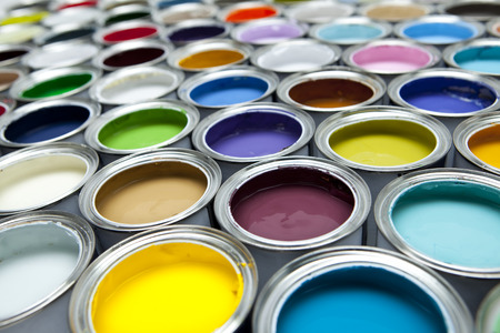 Photo pour Colourful paint tins - image libre de droit