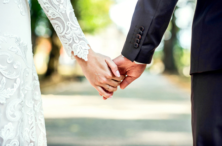 Foto de Closeup view of married couple holding hands - Imagen libre de derechos