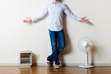 Foto de Fan and electric stove, man - Imagen libre de derechos