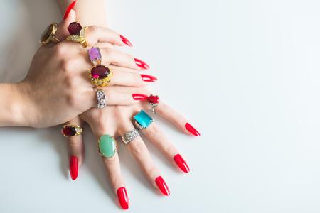 Foto de Women's hand with lots of  jewelry rings - Imagen libre de derechos