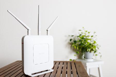 Photo pour router devices on the table - image libre de droit