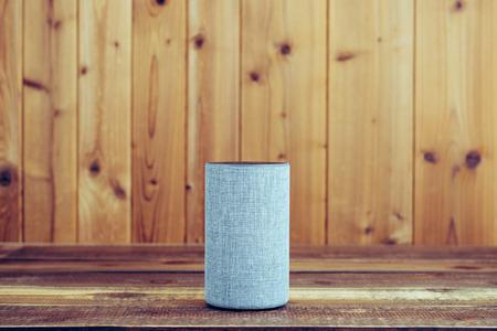 Foto de Wooden board and smart speaker - Imagen libre de derechos
