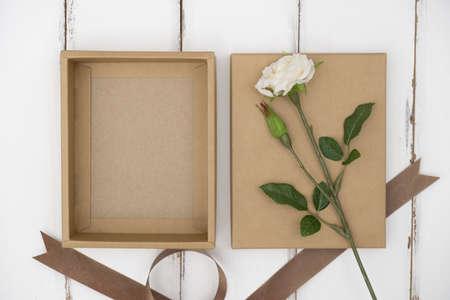 Foto de Opened cardboard box on a white wooden table - Imagen libre de derechos