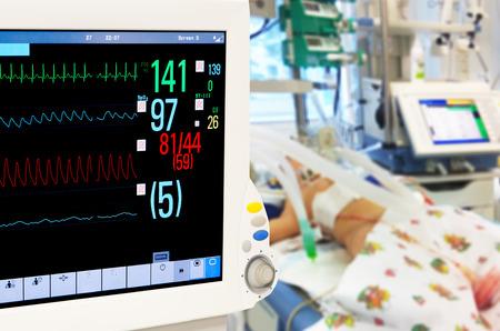 Foto de Patients monitor in neonatal intensive care unit - Imagen libre de derechos