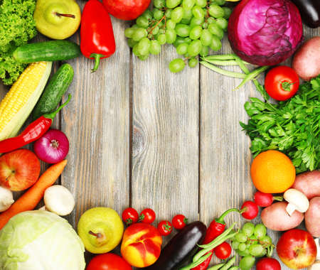 Photo pour Summer frame with fresh organic vegetables and fruits on wooden background - image libre de droit