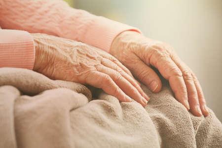 Foto de Elderly woman's hands, care for the elderly concept - Imagen libre de derechos