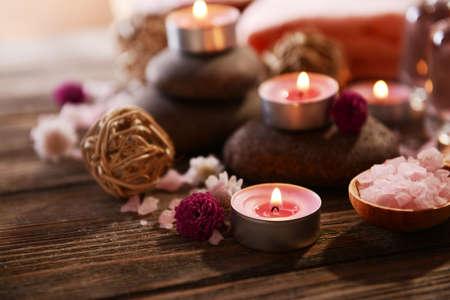 Photo pour Composition of spa treatment on wooden background - image libre de droit