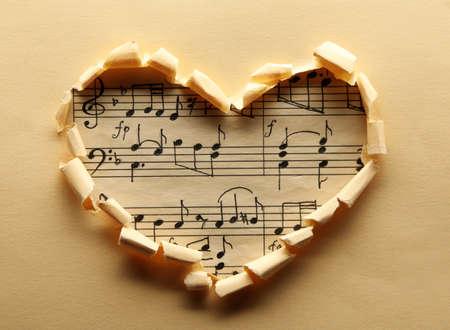 Photo pour Torn paper heart over colorful background - image libre de droit