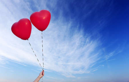 Foto de Love heart balloons on sky background - Imagen libre de derechos