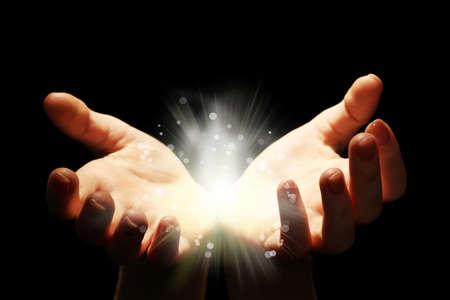 Foto de Light in the human hands in the dark - Imagen libre de derechos