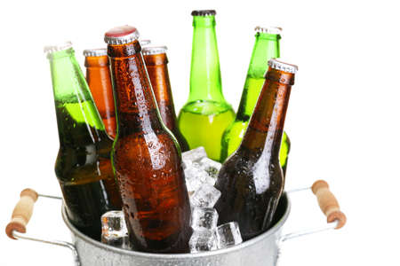 Foto de Glass bottles of beer in metal bucket isolated on white - Imagen libre de derechos