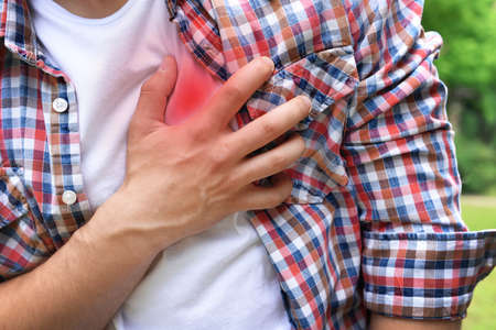 Photo pour Man having chest pain - heart attack, outdoors - image libre de droit