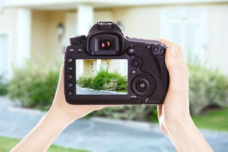 Foto de Photographer with camera at work - Imagen libre de derechos