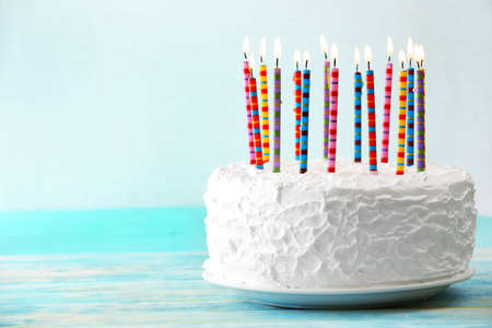 Photo pour Birthday cake with candles on light background - image libre de droit