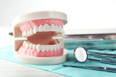 Foto de White teeth and dental instruments on table background - Imagen libre de derechos