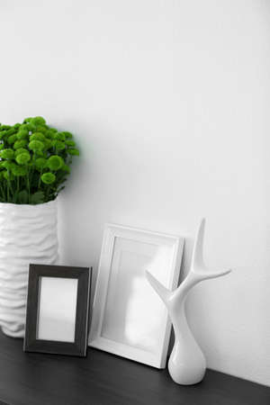 Photo pour Beautiful green chrysanthemums in vase on commode in room - image libre de droit