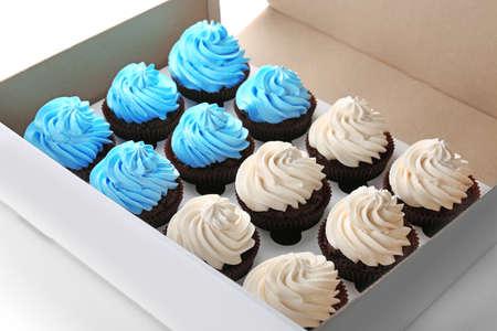 Photo pour Tasty cupcakes in paper box, close up - image libre de droit