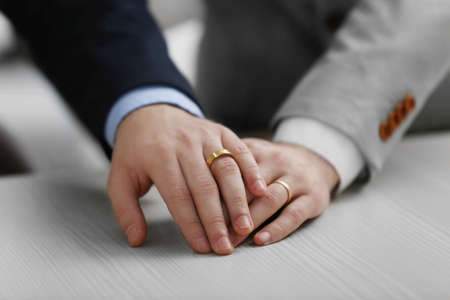 Photo pour Two  homosexuals wearing wedding rings - image libre de droit